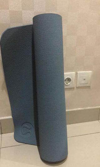 Lululemon 6mm yoga mat