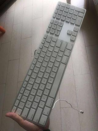 99% new Apple wired keyboard with numeric kp - like new! Rare find!!!