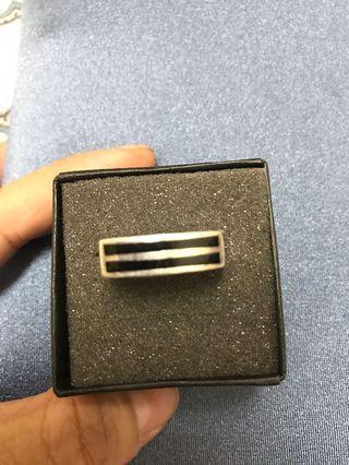 JoJo品牌的純銀戒指