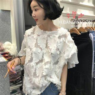 【H.BANDWAGON】韓國立體花朵透視蕾絲拼接後開叉造型荷葉袖圓領短袖上衣