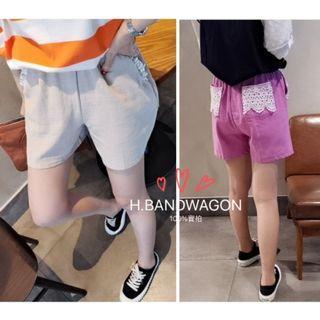 【H.BANDWAGON】韓國甜美鏤空雕花蕾絲釘珠拼接口袋鬆緊腰十字紋棉麻短褲