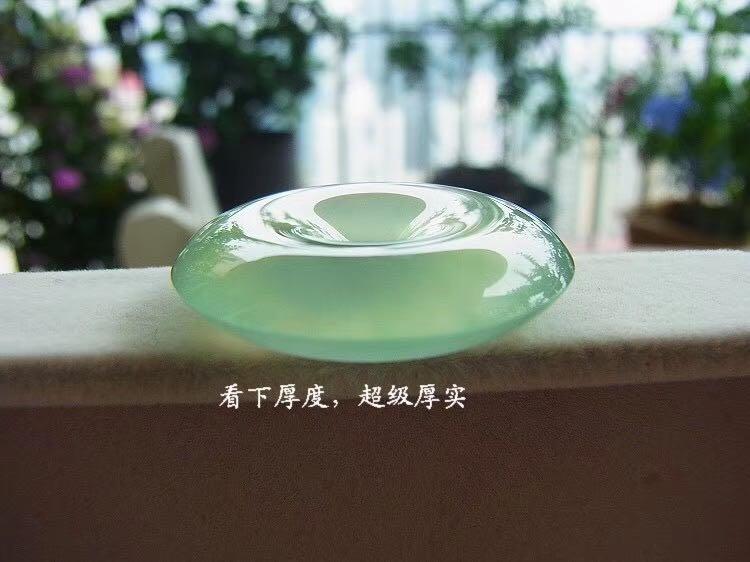 31.6/7.5mm glassy sunny water jadeite pendent