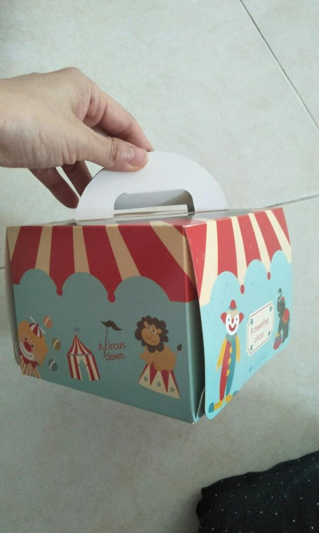 """5.5"""" cake box with handle & clear window"""
