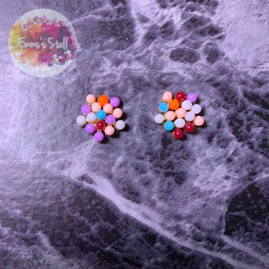 彩色花花耳環