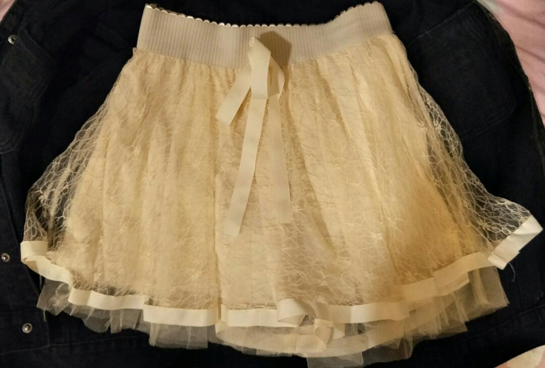 杏色蕾絲短裙