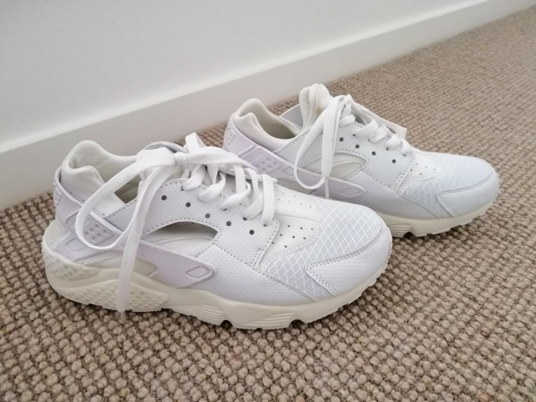 Nike HUARACHES womens ALL WHITE worn once US7 were $180