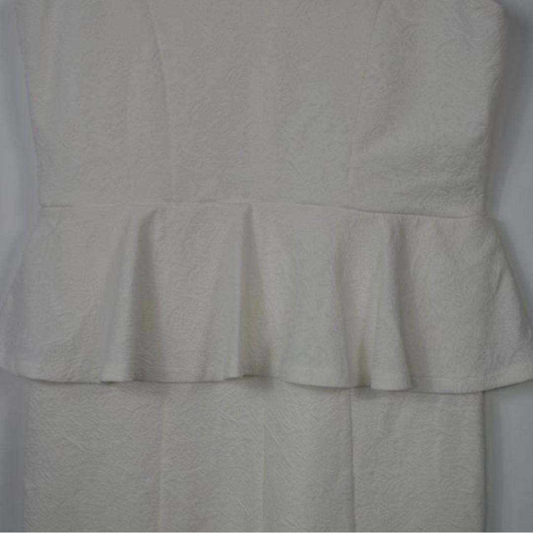 Seed Heritage white dress with embossed pattern - size S