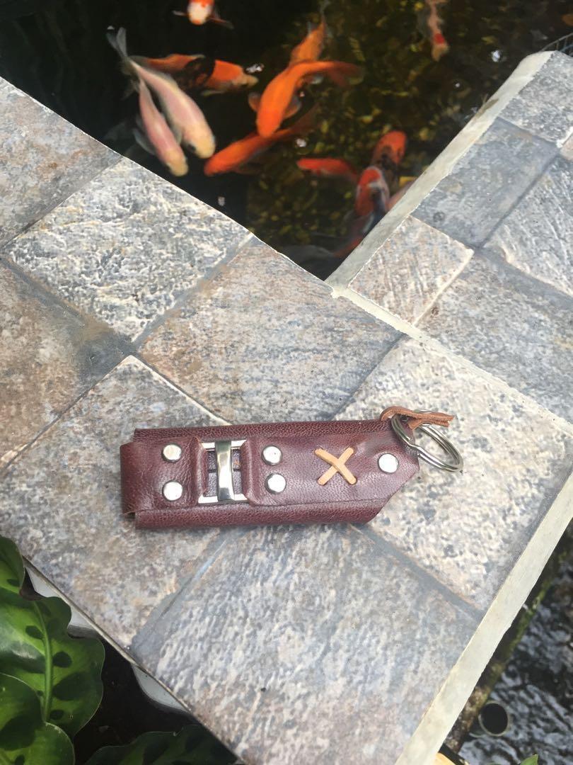 Wadah korek bisa juga sebagai aksesoris dompet sama rante