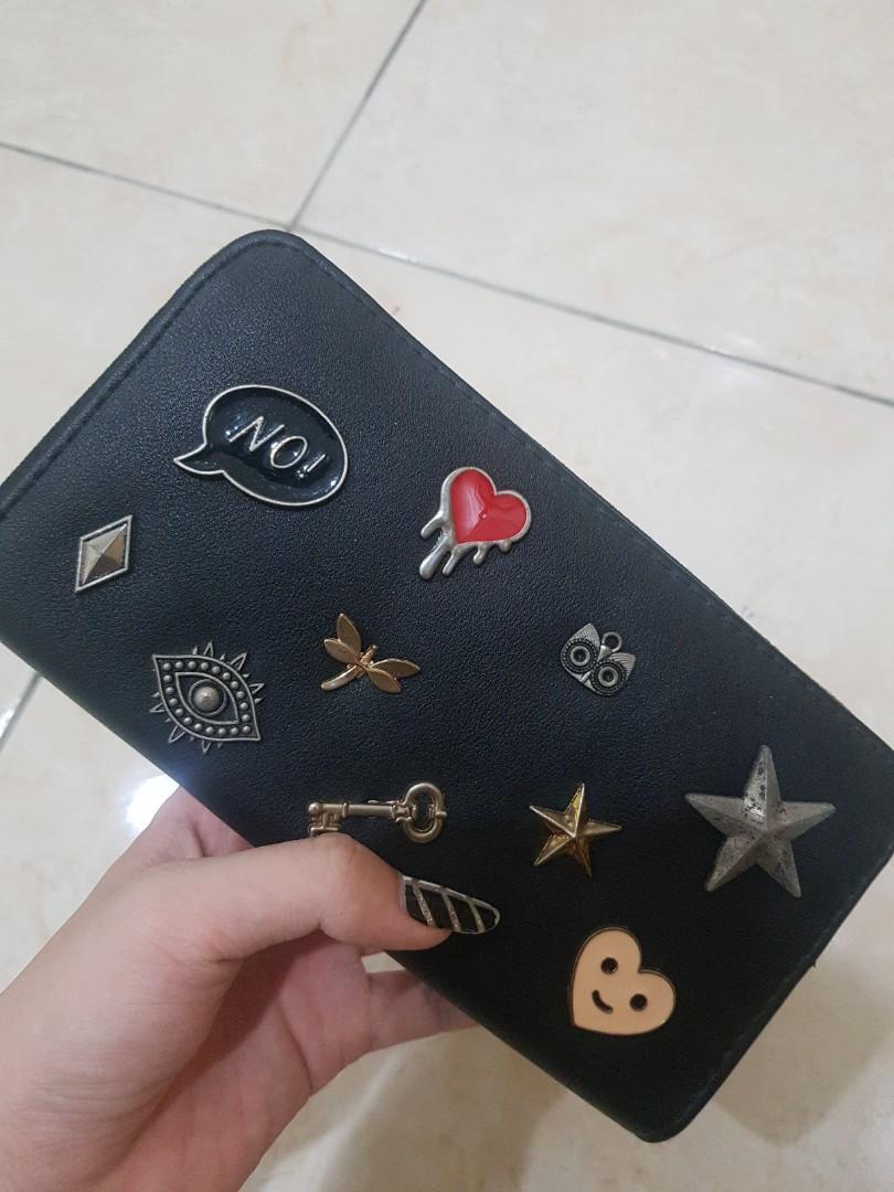 Dompet dengan pin
