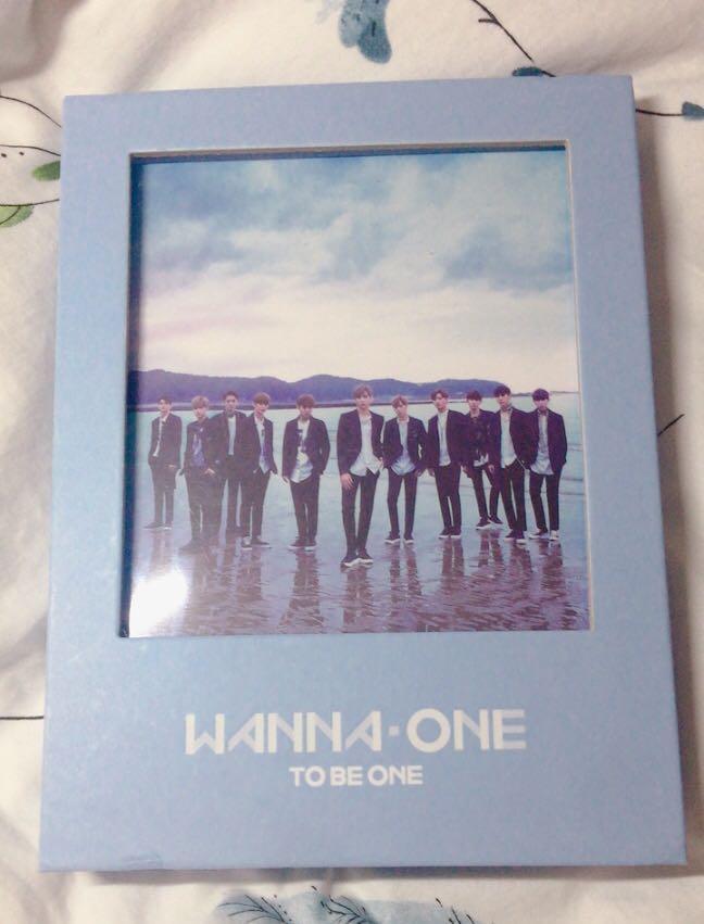 Wanna One 1st Mini Album 1X1=1 (To Be One) [Sky Version]
