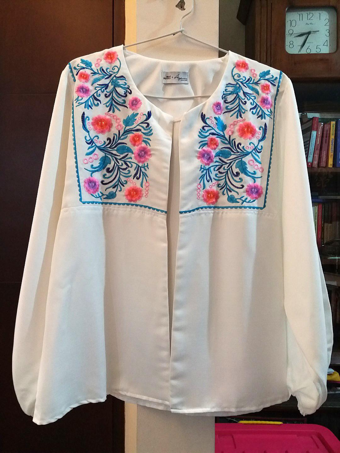 White floral embriodery blouse/outer