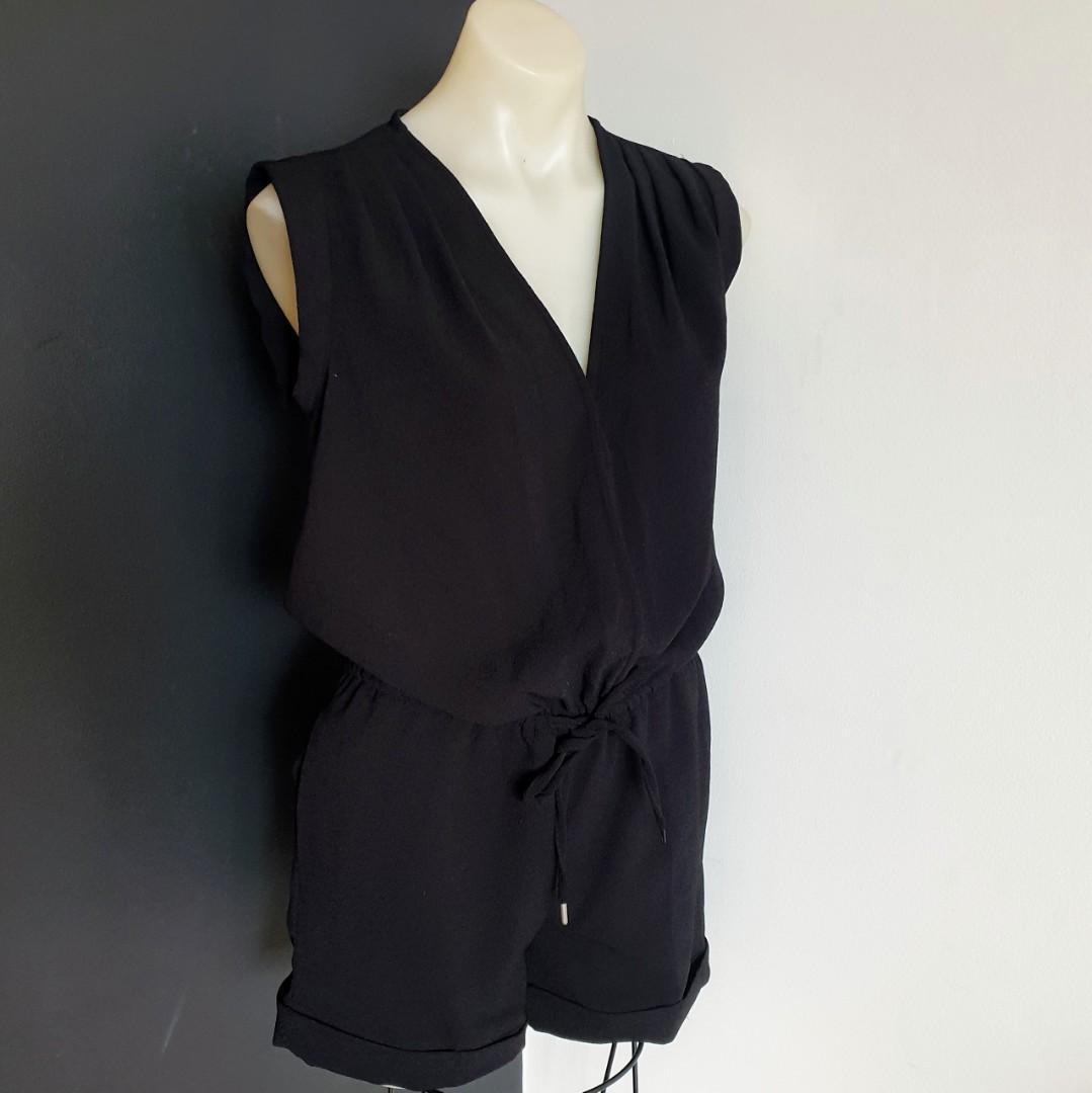 Women's size 8 (8-10) 'PETER MORRISSEY' Gorgeous black v-neck sleeveless romper playsuit - AS NEW
