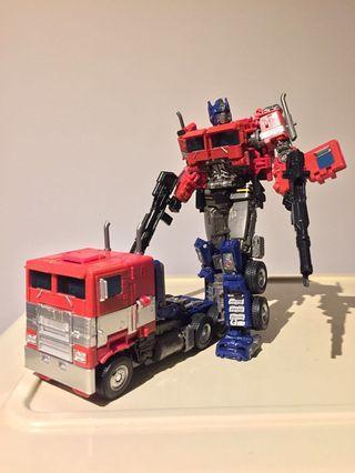 set of 2 Transformers Optimus Prime Studio Series 38 Voyager