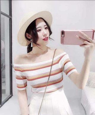 WHITE OFF SHOULDER KNITTED TOP