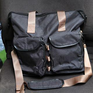 John Master small traveling bag / sling bag