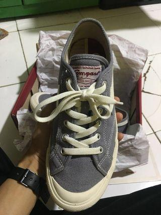 Sepatu Compass Gazelle Low Grey size 40 fit 41