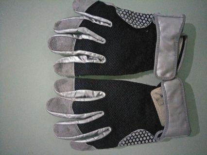 Fisherman fishing gloves