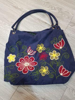 🚚 Handmade handbag from Indonesia