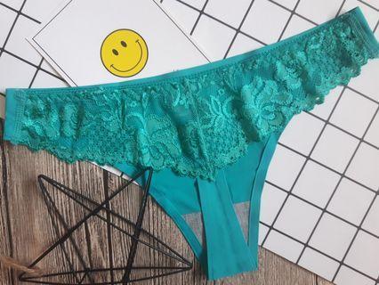 沙灘派對 後接蕾絲性感丁字褲