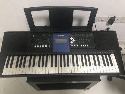 Yamaha PSR 333 with bag  and sustain pedal ( only self collect)
