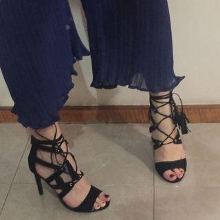 Spaghetti strap black suede heels open toed 黑色高跟綁帶流蘇涼鞋