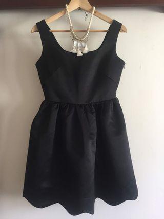 🚚 moma全新正品黑色鍛面花邊裙禮服小洋裝