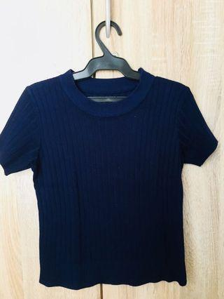 Navy blue kniited top