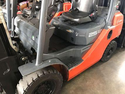Forklift selling 2.5 ton