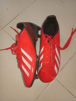 🚚 Original adidas soccer shoe for.kids