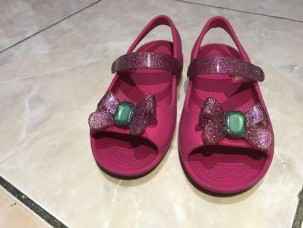 Toddler girl Crocs pink bow sandals