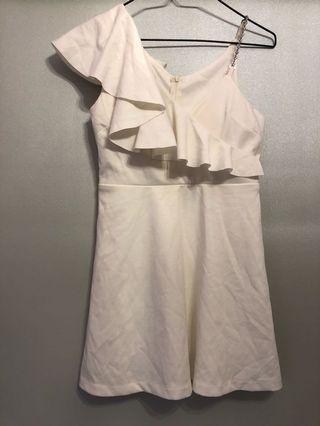 🚚 全新單肩鑽鍊白洋裝