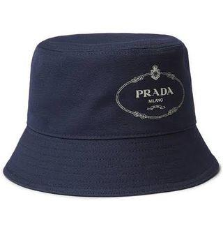 PRADA logo print cotton canvas bucket hat (Navy)