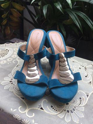 Wedges tosca