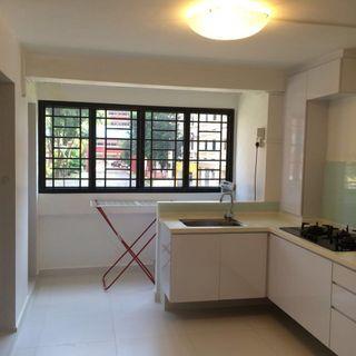 HDB rental 3 room flat! 5 Minutes walk to Redhill MRT, Newly renovated flat and clean