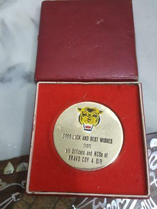 1970s -1980s : Singapore Army Phonecards  and  Souvenir Medal.