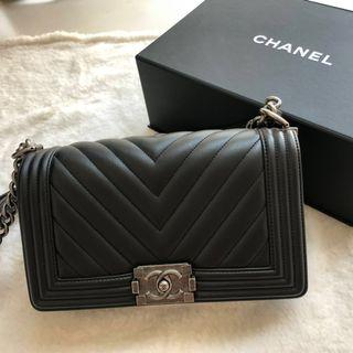 🔥Chanel Leboy Boy Bag Black Classic Calfskin Chevron Medium Ruthenium Hardware