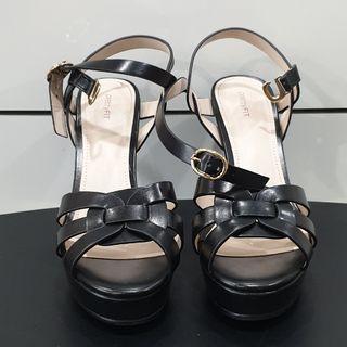 🚚 Black Platform Heels by PrettyFIT