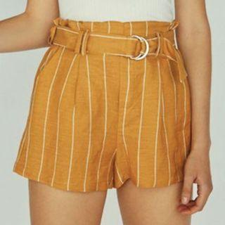 🆓BERSHKA Tailored Shorts with Belt