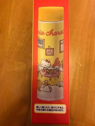 日本景品全新未開封,Hello Kitty 黃色保暖每一個,做工可愛