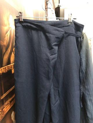 Uniqlo Hana Tajima Pants in Dark Blue