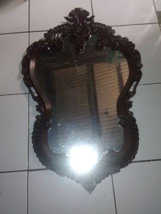#Bapau cermin dinding