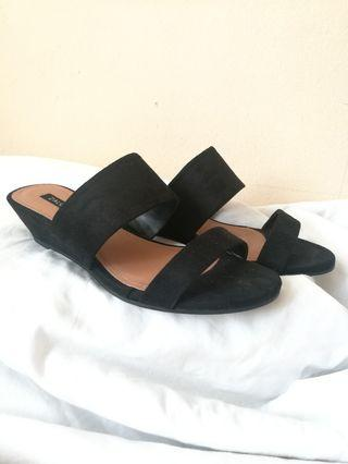 #GayaRaya Black Wedges - Vincci