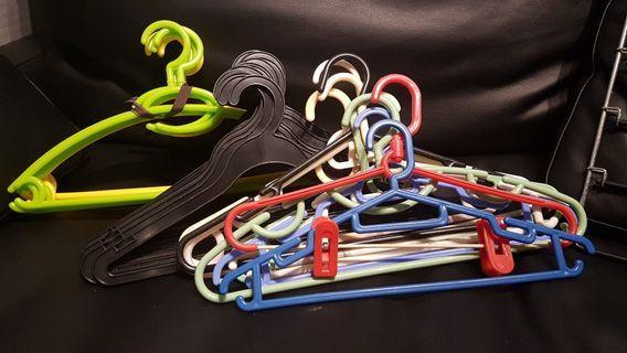 Hangers(33)
