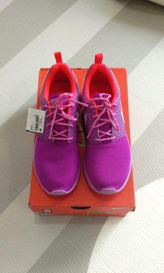 🆕💯 Nike Sport Shoes US6Y