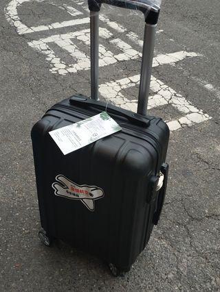 18吋行李箱,全新,不二價,板橋區江子翠捷運站五號出口自取