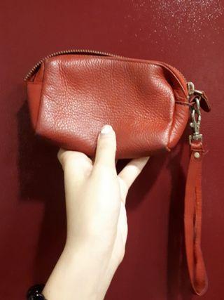 紅色皮革小包(內有拉鍊夾層)