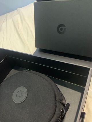 🚚 潮牌首選 Beats Solo HD 耳罩式耳機 - 純色黑 時尚潮流感
