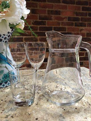 Wine glasses, drinking glasses, champagne flutes, glass jugs
