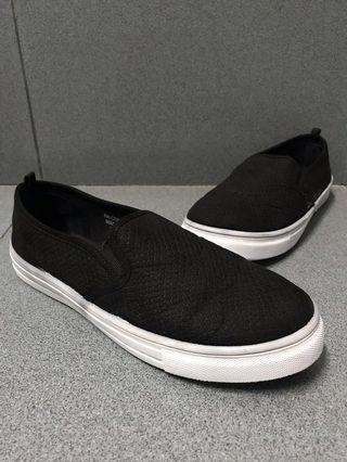 Black casual-sporty slip on sneakers