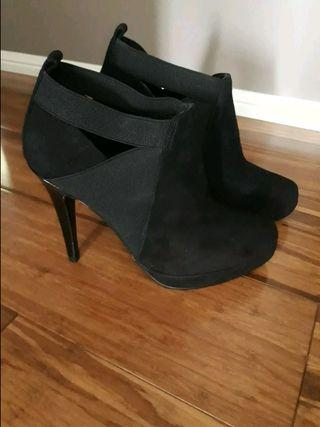 Brand New Witchery Black Ankle Boots size 36